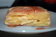 Terrine de pommes de terre au jambon cru et camembert Ingrédients: 600 g de charlottes rouges 1 camembert 14 tranches très fines de jambon cru j'ai pris la recette et changer un ingrédient http://www.lesfoodies.com/laurenceel/recette/terrine-camembert-lardee-aux-pommes-terre