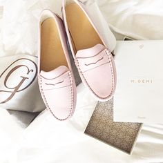 M.GEMI Postoso flats in Tea Rose M.GEMI shoes are hand crafted in Italy and delivered right to your doorstep. I have been wanting to get my hands on a pair of their flats for months now but because…