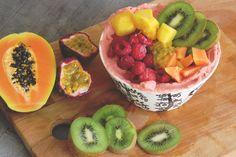 Mango-raspberry smoothie bowl <3 Raspberry Smoothie Bowl, Fruit Salad, Watermelon, Mango, Food, Manga, Fruit Salads, Essen, Meals