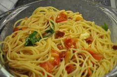 Das perfekte Sommer-Spaghettini-Rezept mit einfacher Schritt-für-Schritt-Anleitung: Spaghettini nach Packungsanweisung bissfest garen.
