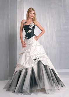 robe de mari e noire et blanche taille 36 d 39 occasion robes de mari e et articles de mariage d. Black Bedroom Furniture Sets. Home Design Ideas