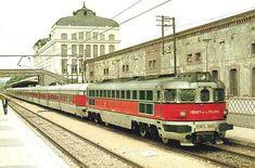 Talgo III en via 1, andén principal de la estación de Lleida