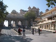 Udaipur Tourism India – Custom made, private guided tours of Udaipur, Rajasthan India - http://sendvid.com/yadggsqz