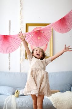Anniversaire licorne : idées déco et accessoires de fête pour l'anniversaire d'une petite fille sur le thème licorne #unicorn #rose #pink