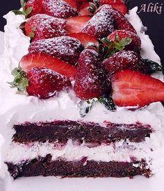 Γλυκό με φράουλες και σοκολάτα Greek Desserts, Party Desserts, Summer Desserts, Greek Recipes, Banana Pudding Cheesecake, Cranberry Cheesecake, Tzatziki, Low Calorie Cake, Food Network Recipes