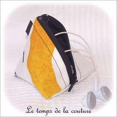 Pochette berlingot - pour ranger des écouteurs - noir, jaune et blanc - fait main.