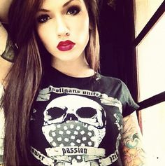 This girl is SO pretty! Love her makeup, her hair, & her tattoos.