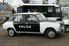 Simca 1100 de los 70 (Francia) Old Police Cars, Bike Equipment, Car Badges, Mens Toys, Police Uniforms, Emergency Vehicles, Fire Department, Ambulance, Law Enforcement