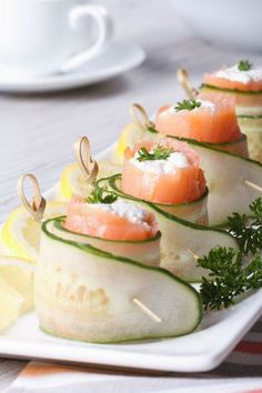 Fancy Appetizer Recipe: Cucumber, Salmon & Cream Cheese Rolls This recipe is a fun and elegant appetizer idea that will refresh and impress your guests—and it's easy to put together! Smoked salmon and cream cheese is a delicious combination, and the. Snacks Für Party, Appetizers For Party, Appetizer Recipes, Appetizer Dishes, Dessert Recipes, Cake Recipes, Dinner Recipes, Cream Cheese Rolls, Healthy Snacks