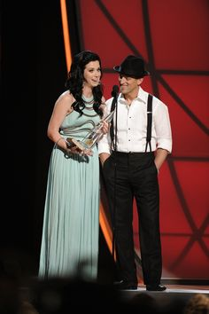 Thompson Square wins Vocal Duo of the Year!