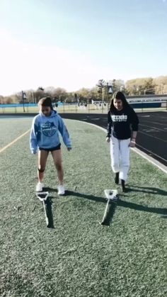 Everyone has to learn on stick trick, if you don't know a stick trick, do you even play lacrosse? Teen Wolf Lacrosse, Girls Lacrosse, Lacrosse Cake, Buick, Nascar, Nhl, Lacrosse Quotes, Lacrosse Sticks, Field Hockey Sticks