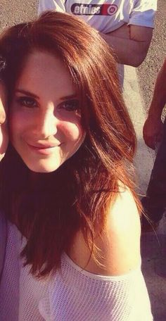 4431e9c81c608 I want this length. Lana was beautiful at her show last night. Lana Del