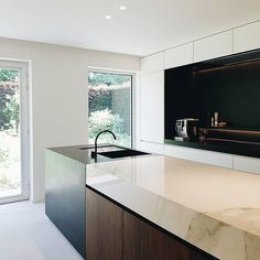Always a nice moment when clients have just started using their new, completely remodelled kitchen! Statement piece here is the island with a combination of Calacatta marble, Walnut veneer, Zimbabwe Granite and patinated Bronze. #dietervandervelpenarchitects #ilgranito