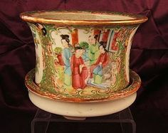 Chinese famille rose medallion porcelain jardinaire & stand