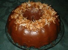 Easy Chocolate Glaze Easy Chocolate ingredients and the best glaze ever! I mean, sweetened condensed milk and chocolate chips and vanilla-BOOM! The post Easy Chocolate Glaze & Recipes to try appeared first on Yorgo. Chocolate Bundt Cake Glaze, Chocolate Glaze Recipes, Chocolate Chips, Cookie Cake Icing, Cupcake Cakes, Baking Recipes, Cake Recipes, Dessert Recipes, Dessert Ideas