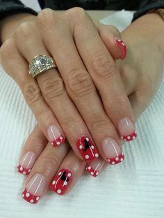 Awesome 47 Affordable Christmas Nail Art Designs Ideas For Inspiration Ongles Mickey Mouse, Minnie Mouse Nails, Mickey Mouse Nails, Disney Christmas Nails, Christmas Nail Art Designs, Holiday Nails, Christmas Decorations, Green Christmas, Simple Christmas