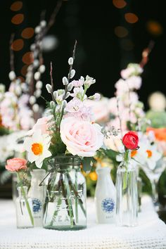 Love the mix of florals & textures! Someone steal these arrangements for their wedding!