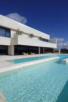Arquitectura contemporánea y minimalista. / Minimalist and contemporaneous architecture.