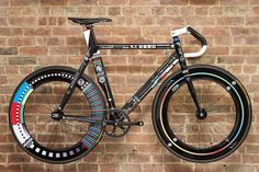 Estupendo trabajo de diseño   Vía twitter de BiciChic.