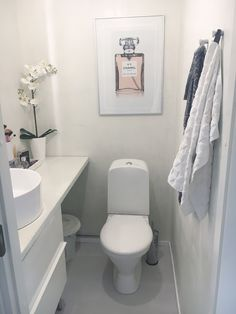 bathroom renovations is utterly important for your home. Whether you pick the rebath bathroom remodeling or upstairs bathroom remodel, you will create the best bathroom remodel tips for your own life. Wc Bathroom, Upstairs Bathrooms, Bathroom Toilets, Bathroom Design Small, Bad Inspiration, Bathroom Inspiration, Small Toilet, Bath Remodel, Bathroom Renovations