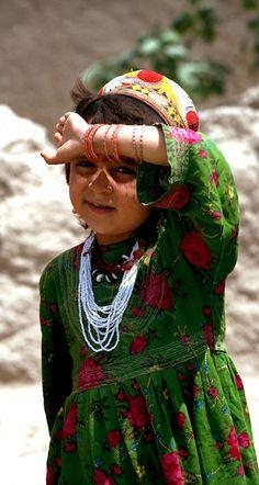 recadosdatenda:    Encantadora criança afegã. O seu olhar é tão doce…Mashallah