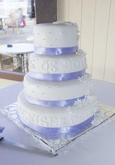 Is dit geen prachtige lentetaart!? #bruidstaart #weddingcake Vanilla Cake, Desserts, Food, Tailgate Desserts, Deserts, Essen, Postres, Meals, Dessert