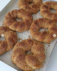 Simit Nasıl Yapılır? Empanadas, Bagel, Nutella, Ham, Yogurt, Food To Make, Food And Drink, Pizza, Bread