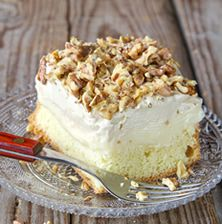 Super delicious sponge cake with vanilla cream and nescafe glaze and topped with roasted walnuts Greek Sweets, Greek Desserts, Frozen Desserts, Just Desserts, Delicious Desserts, Yummy Food, Scones, Cake Recipes, Dessert Recipes