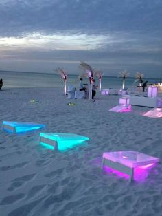 Light up corn hole. Such a great idea! lighting ideas and inspirations for your house party or beach wedding. The Coolest Party Lighting. Light Up Cornhole Regulation Size - Glowing Bag Toss Set 2019 - - outdoor wedding ideas - World Trends Glow in the da Wedding Fotos, Wedding Photoshoot, Dream Wedding, Wedding Day, Wedding Games, Perfect Wedding, Spring Wedding, Trendy Wedding, Diy Wedding