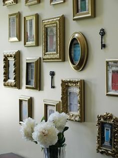 Fantastic - I love this entryway with Pictures of Doors and Keys @ Less Than Perfect Life of Bliss