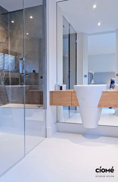 Bathroom Bright and clean Interiordesign Complete renovation of a luxurious residence, located near the Dutch dunes. Design and realisation by CioMé Interiordesign