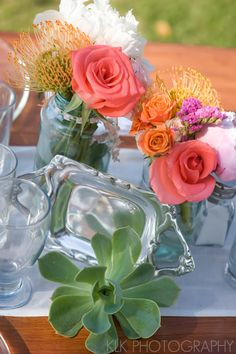 Dinner table florals and overall coral scheme