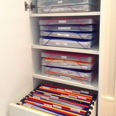Organizar papéis e documentos não é uma tarefa fácil...  Mas é tão importante e necessário! Não deixe para depois... Comece já! A dica é…