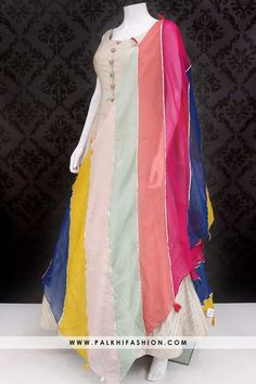 Gorgeous Off White Indian Outfit With Appealing Dupatta Designer Party Wear Dresses, Kurti Designs Party Wear, Kurta Designs, Dress Indian Style, Indian Fashion Dresses, Indian Outfits, Embroidery Suits Design, Embroidery Scarf, Mode Abaya
