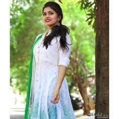 South Indian Actress Hot, Beautiful Indian Actress, Indian Girls Images, India Beauty, Simple Dresses, Indian Actresses, Gorgeous Women, Cute Girls, Fashion Photography