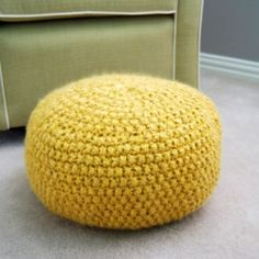 Knit your own pouf/floor cushion with this free pattern!