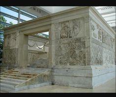 Ara Pacis Augustae - 30 gennaio 9 a.C. (i lavori di costruzione iniziarono nel 13 a.C.) - Marmo - Roma - Roma, museo dell'Ara Pacis (fu infatti spostata dalla sua posizione iniziale che era poco più a sud-est, sulla via Lata) -Descrizione e commento nei commenti-