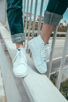 Sneakers femme - Vans all white Vans Sk8 Hi Outfit, High Top Vans Outfit, White Vans Outfit, White Shoes, White Sneakers, Satin Skater Dress, Skater Dresses, Dress Red, Mens Fashion Shoes