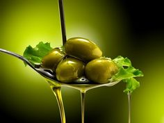 There are good fats and there are bad fats. Olive oil is a good fat. Learn the health benefits of olive oil and enjoy what is a good food. Healthy Herbs, Healthy Cooking, Olive Oil Uses, Olive Oils, Krill Oil, Citrus Juice, Olive Gardens, Food Photography Styling, Good Fats