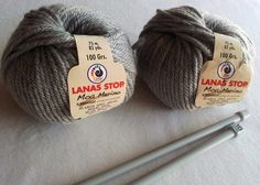 DIY Bufanda de lana cerrada con botones   Handbox Craft Lovers   Comunidad DIY, Tutoriales DIY, Kits DIY Knitted Hats, Knitting, Crochet, Vestidos, Scarf Styles, Crochet Hooded Cowl, Knitted Scarves, Wool Hats, Fashion Sewing