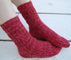 Knit socks designed by Susan Dittrich: http://handknitsbysusan.wordpress.com/