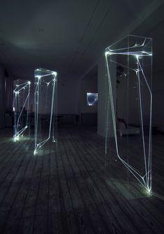 CARLO BERNARDINI, SPAZI PERMEABILI 2002-2006, Plexiglass trasparente e fibre ottiche, cm h 225x50x60 (ognuna), Grossetti Arte Contemporanea, Milano.