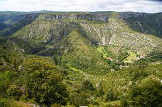 Le grand Cirque de Navacelles et sa vallée de la Vis, situés sur le territoire des Causses et Cévennes, sont inscrits sur la liste du Patrimoine Mondial de l'Humanité par l'UNESCO pour son paysage naturel et son agropastoralisme méditerranéen Le Gard, Pont Du Gard, Unesco, France, City Photo, Mountains, Photos, Travel, Roots