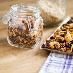 Du hättest gerne ein Knuspermüsli ohne Rosinen? Vielleicht auch noch frei von Zucker? Wir zeigen dir, wie du ganz einfach dein eigenes Müsli herstellst.