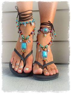 0b28e657437 Οι 16 καλύτερες εικόνες του πίνακα Pom Poms | Flat sandals, Shoes ...