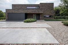 Garden Architecture, Contemporary Architecture, Architecture Details, Architecture Board, Modern House Facades, Modern House Design, Driveway Design, Home Building Design, Dream House Exterior