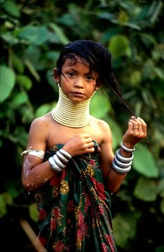 Kayan Padaung girl (group of Karenni people - a Tibeto-Burman enthic minority of Myanmar (Burma) ||