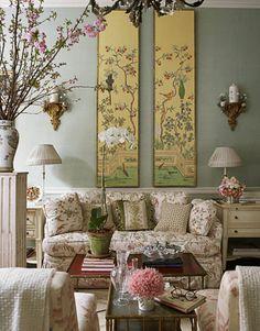 Charlotte Moss - Accessories Queen - Manhattan Store - House Beautiful #housebeautiful #dreamlivingroom
