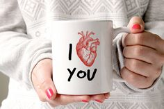 Taza del corazón de I usted | 23 Valentine's Day Gifts From The Literal Bleeding Heart