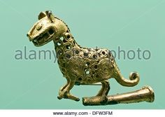 zenu art of colombia Giraffe, Lion Sculpture, Culture, Traditional, Statue, Animals, Image, Colombia, Gold